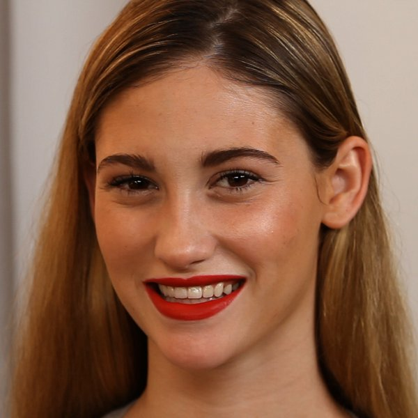 Video Tutorial How to Apply Bright Lipstick