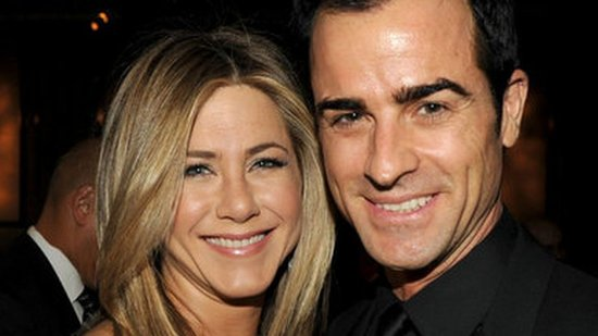 Video: Jennifer Aniston Steps Out in a Sexy LBD With Justin Theroux