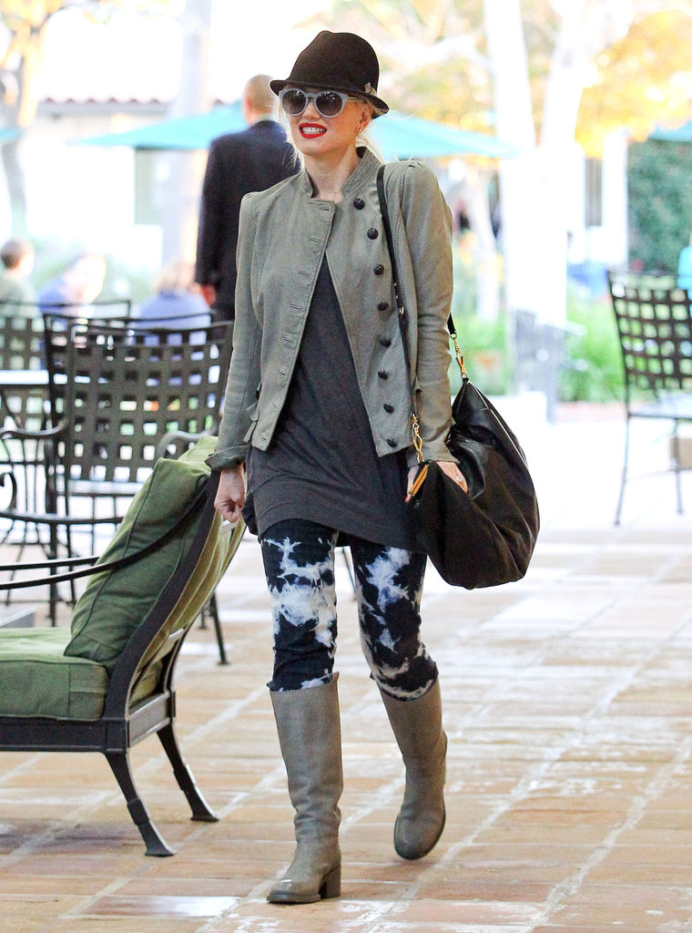 Gwen wore cool leggings while running errands around LA.