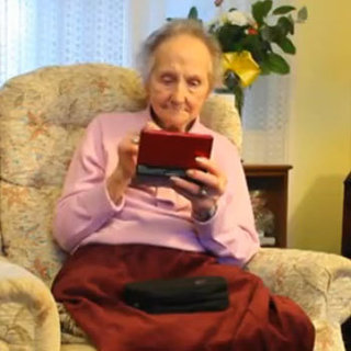 100-Year-Old Woman Plays Nintendo DS
