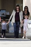 Jennifer Garner held her daughters' hands.
