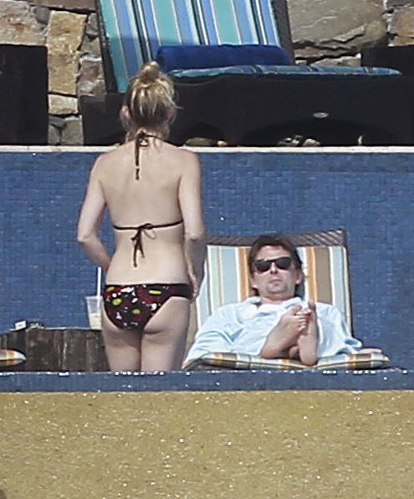 Kate Hudson on vacation in Mexico with Matthew Bellamy.