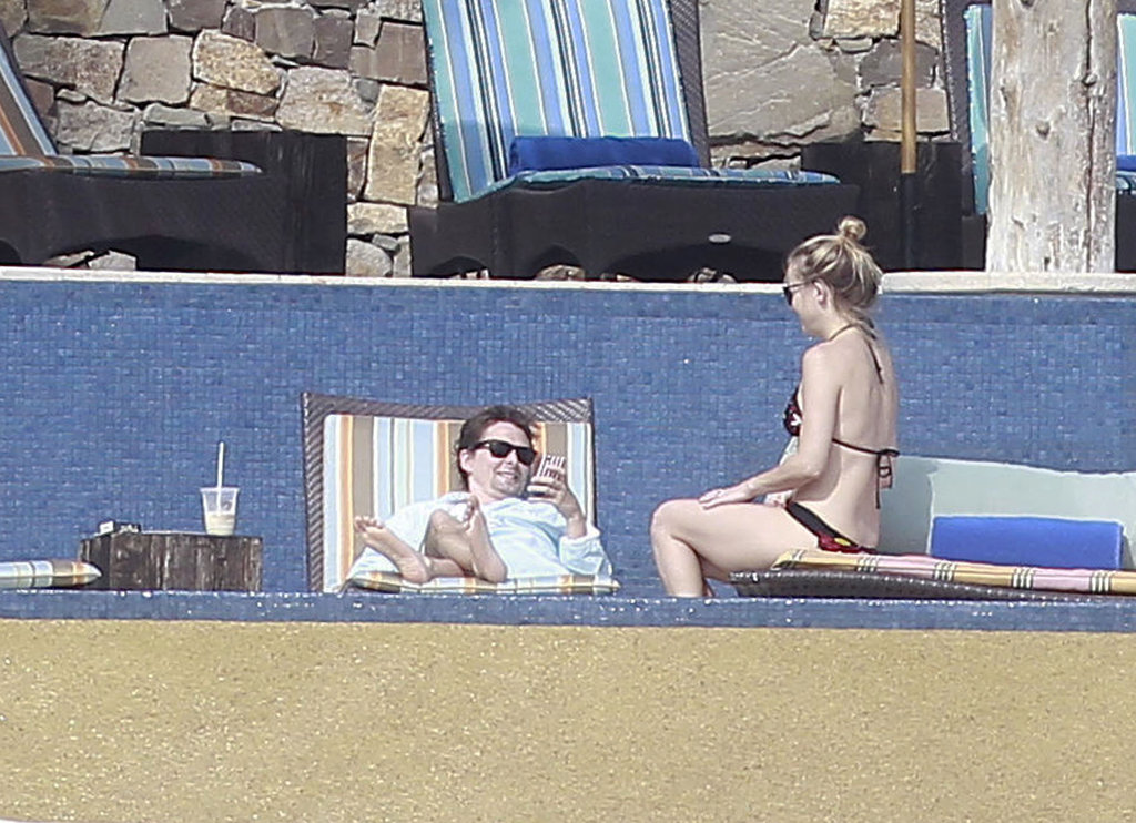 Kate Hudson in a bikini with Matthew Bellamy in Mexico.