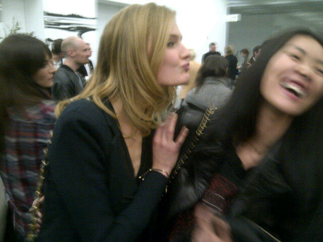 Estée Lauder models Constance Jablonski and Liu Wen share a laugh. Twitter User: constancejab