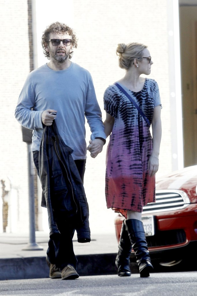 Rachel McAdams and Michael Sheen crossed the street.