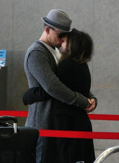Channing Tatum and Jenna Dewan kissing.