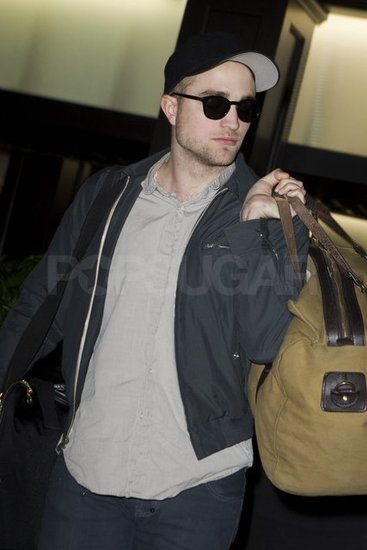 Robert Pattinson Packs His Bags and Heads Out of LAX