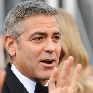 George Clooney and Stacy Keibler Pictures at Oscars 2012