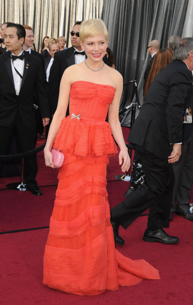 Michelle Williams carried a pink clutch to the Oscars.