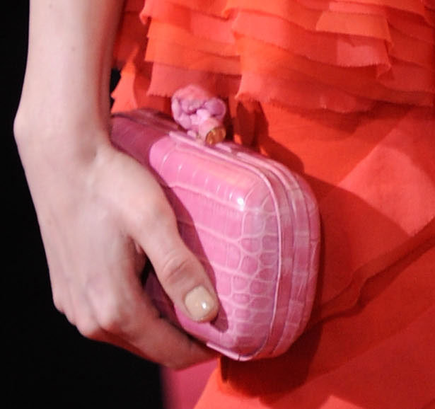 Michelle added an unexpected dose of color play via a pink box clutch.