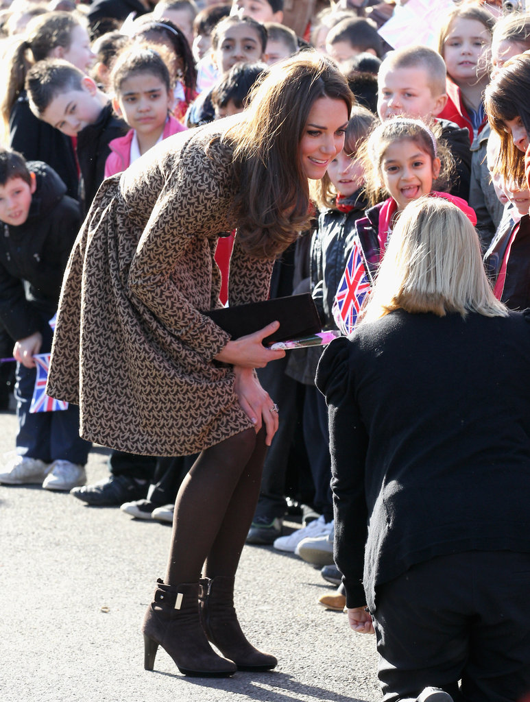 Kate Middleton greeted Oxford schoolchildren.