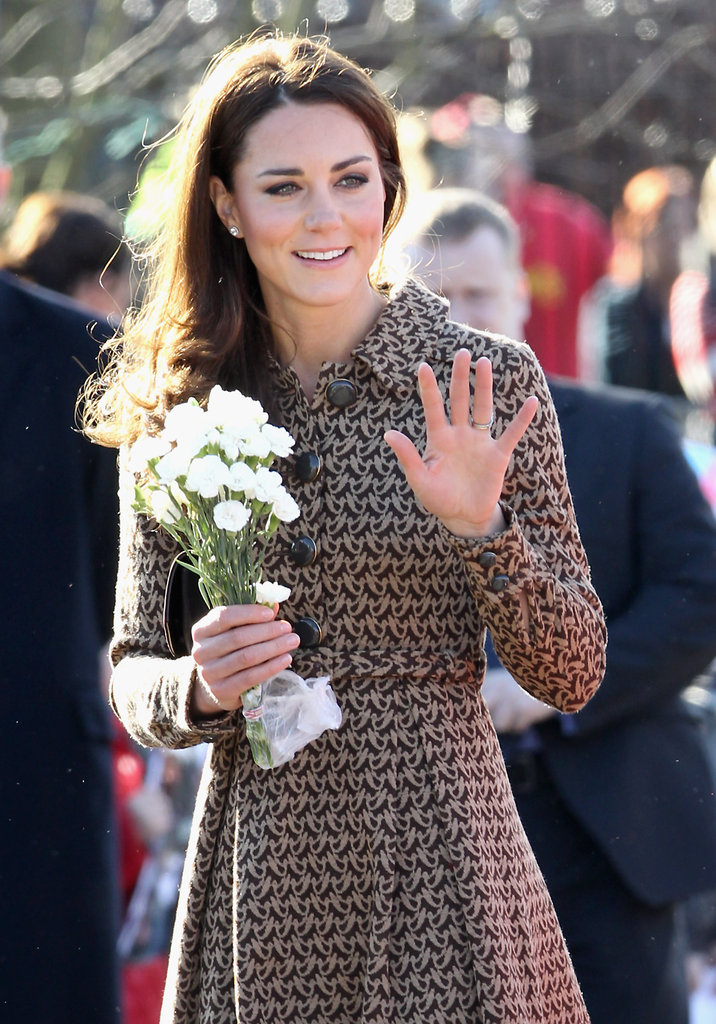 Kate Middleton waved to kids at the Rose Hill Primary School in Oxford.