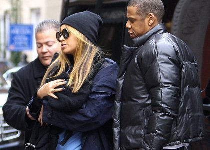 Beyonce and Jay-Z stepped out un public for the first time with daughter Blue Ivy Carter in New York City (february 25)