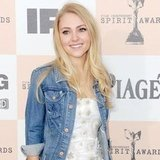 AnnaSophia Robb Cast as Young Carrie Bradshaw in The Carrie Diaries