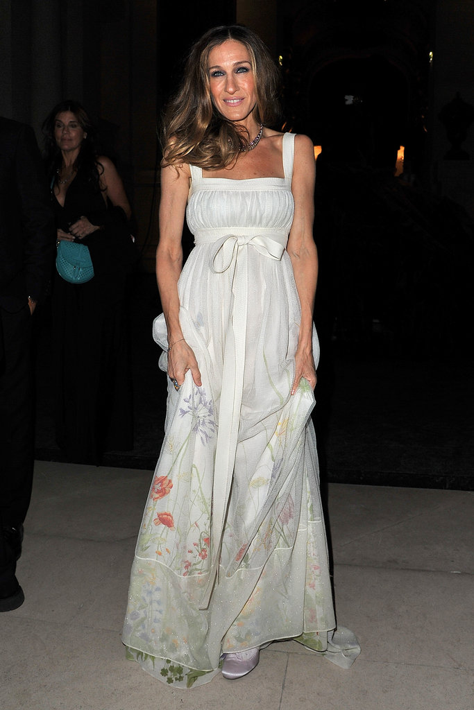 Sarah Jessica Parker wearing white at the Louis Vuitton Marc Jacobs exhibit.