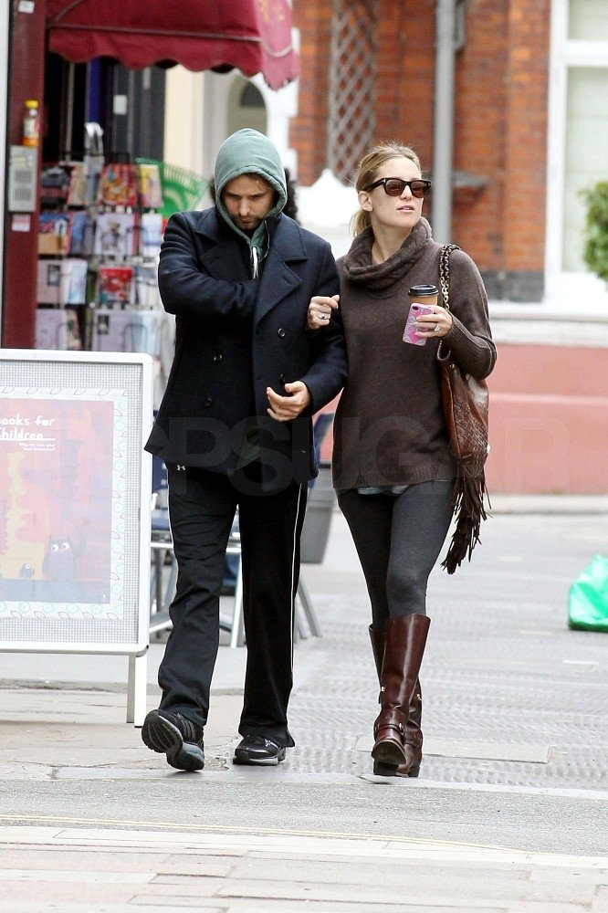 Kate Hudson and Matthew Bellamy linked arms.