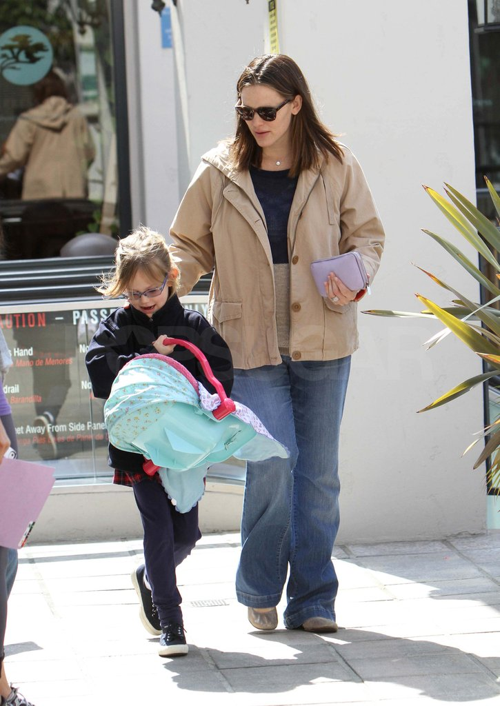Jennifer Garner with Violet after giving birth to Samuel.