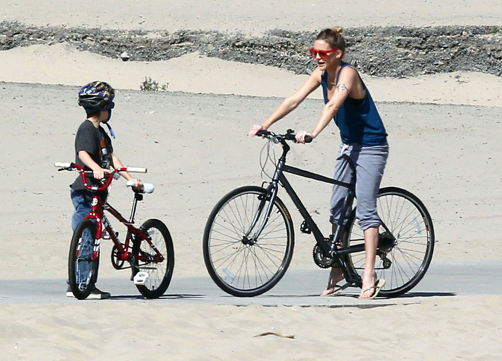 Kate Hudson and Ryder riding bikes.