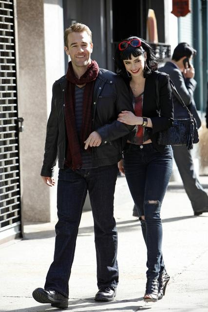 James Van Der Beek and Krysten Ritter in Don&#039;t Trust the B---- In Apartment 23.
