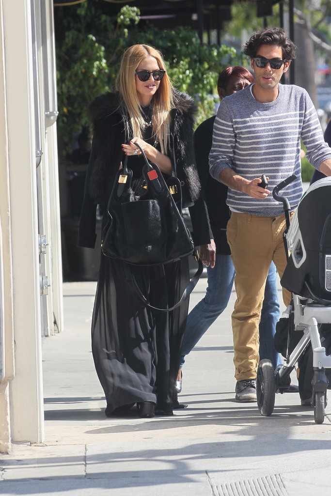 Rachel Zoe carried a large tote in her hands.