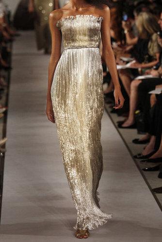 Oscar de la Renta|Pleated silk-blend lamé gown|NET-A-PORTER.COM
