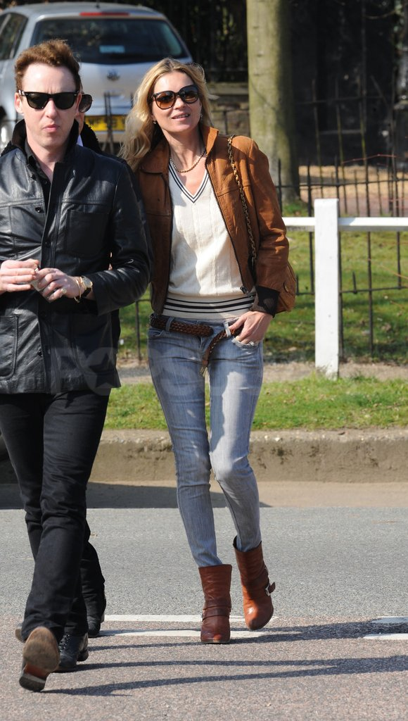 Kate Moss wore a brown leather jacket.