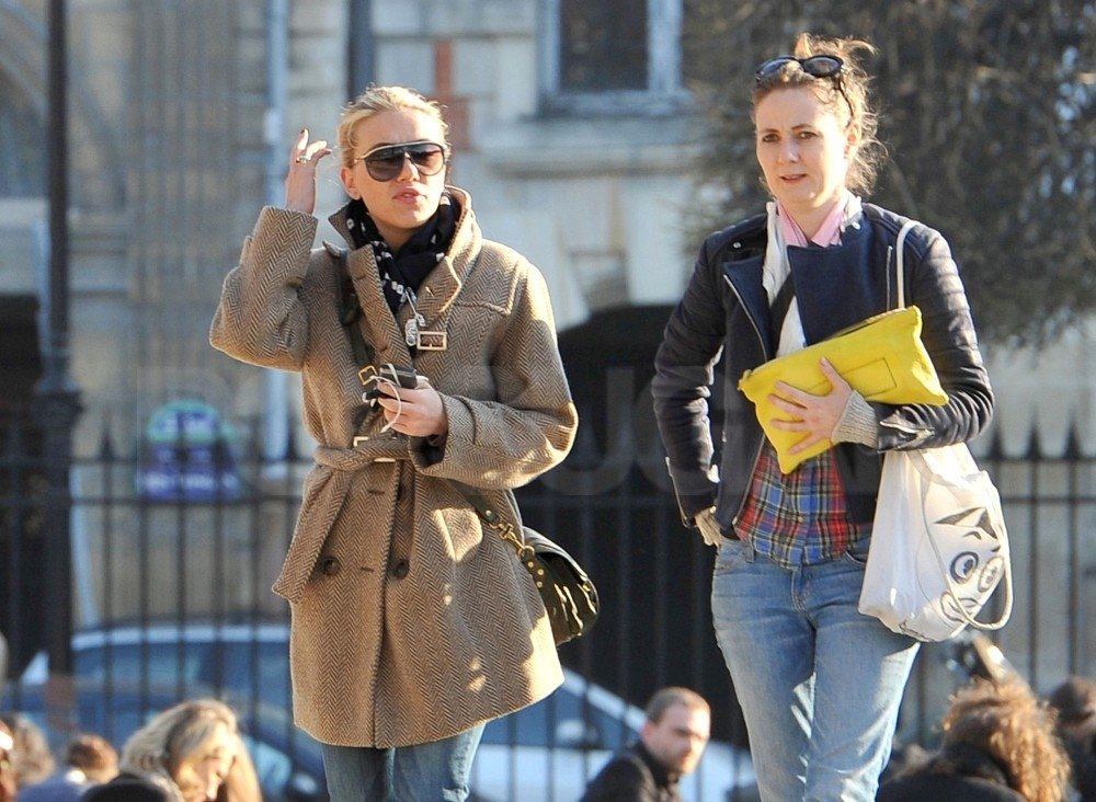 Scarlett Johansson took to the streets of Paris with her friend.