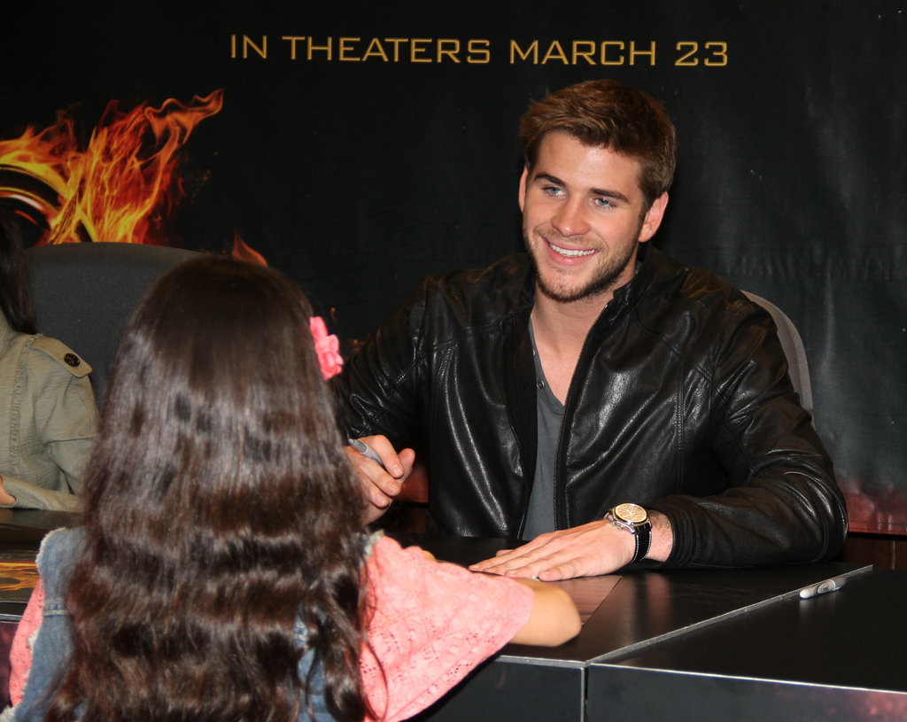 Liam Hemsworth greeted a young fan with a smile.