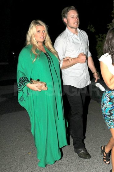 Pregnant Jessica Simpson Parties With Friends in Palm Springs
