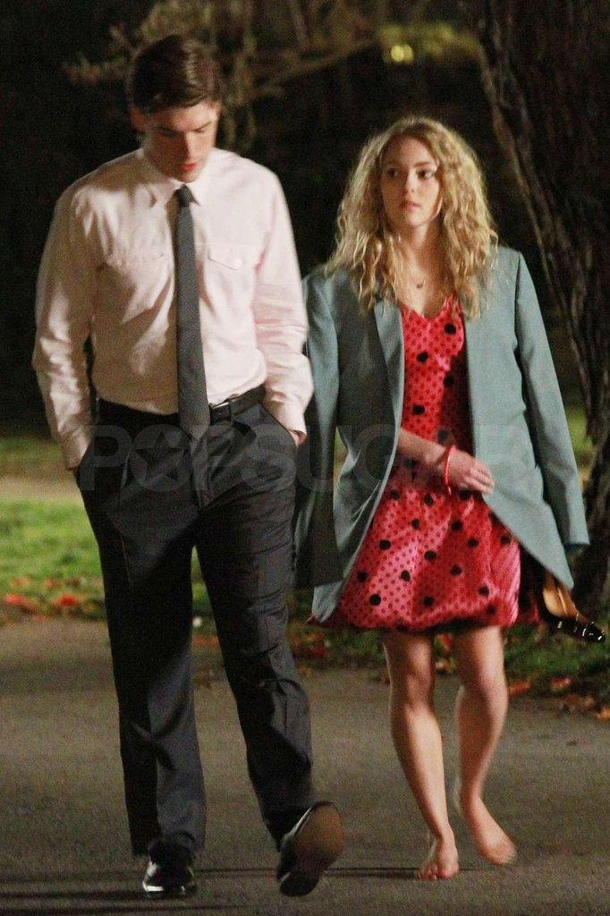 AnnaSophia Robb and Brendan Dooling strolled through NYC while shooting The Carrie Diaries.