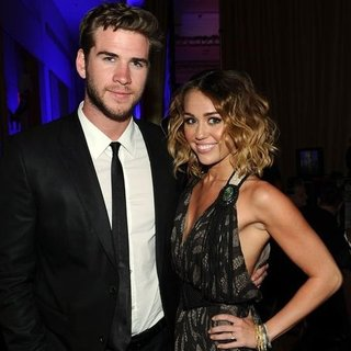 Miley Cyrus Denies Engagement to Liam Hemsworth (Video)