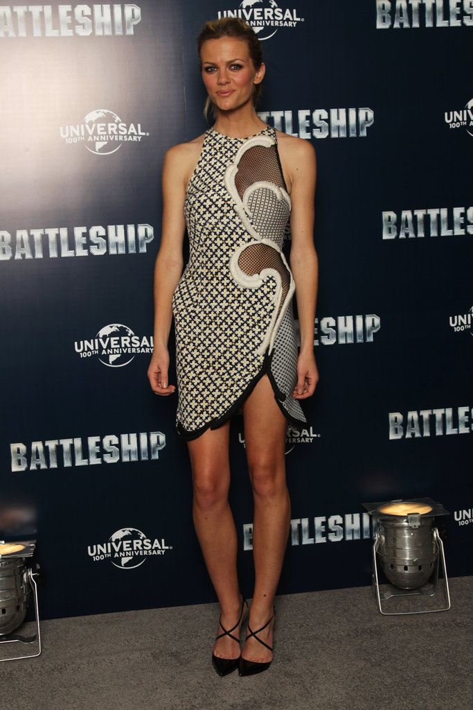Brooklyn Decker gave a smile at a photocall for Battleship in London.