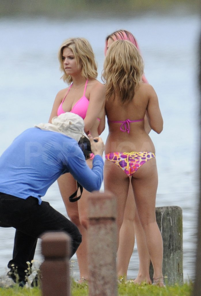 One on-set photographer took a very close shot of Vanessa Hudgen's back.