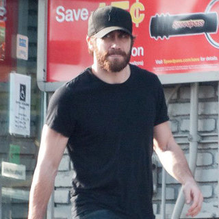 Jake Gyllenhaal Wears Black Hat Pictures