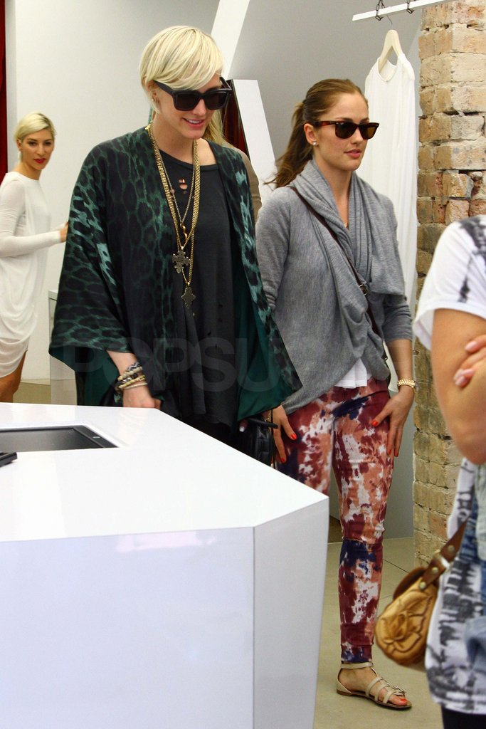 Ashlee Simpson and Minka Kelly traveled to Australia.