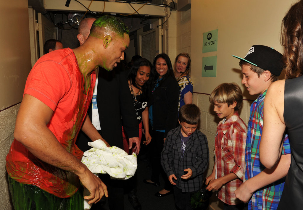Brooklyn Beckham, Romeo Beckham, Cruz Beckham, and Will Smith caught up at the Nickelodeon Kids' Choice Awards.