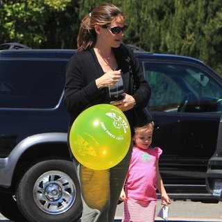 Jennifer Garner and Seraphina Affleck in Santa Monica Pictures