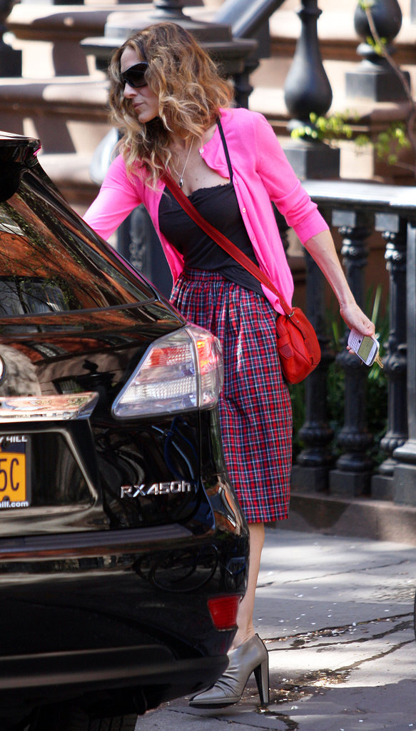 Sarah Jessica Parker looked stylish with a red messenger bag.