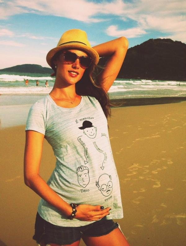 Pregnant Alessandra Ambrosio showed her baby bump.