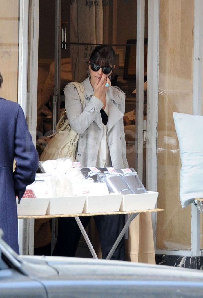 Jessica Biel stopped at a café in Paris to eat on a shopping trip.