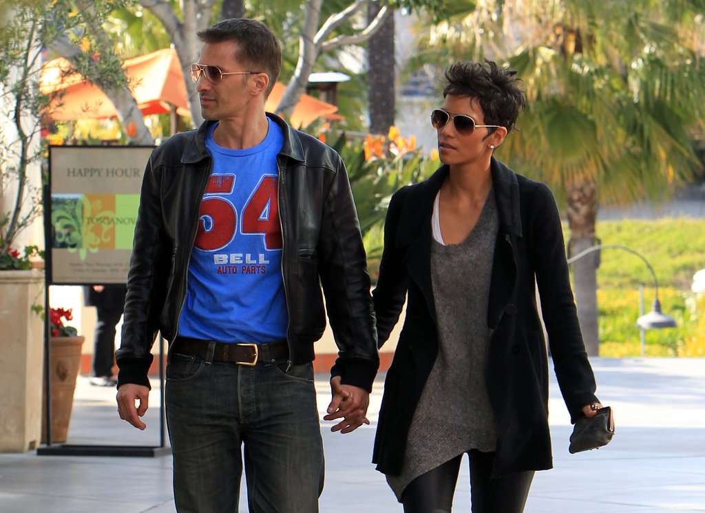Halle Berry and Olivier Martinez were hand in hand.