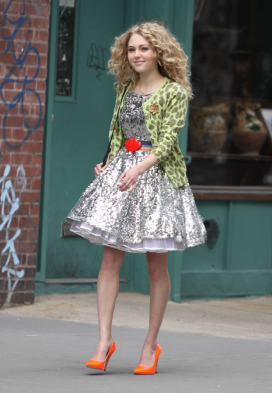 Get a glimpse of the new Carrie Bradshaw's style on the set of The Carrie Diaries.