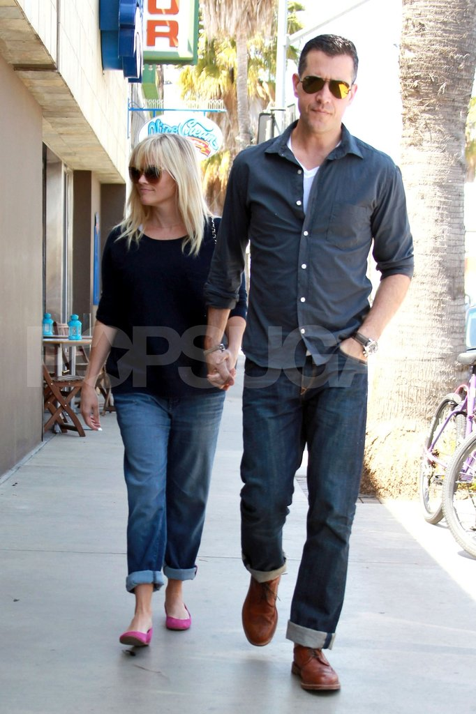 Pregnant Reese Witherspoon and her husband Jim Toth grabbed a bite.