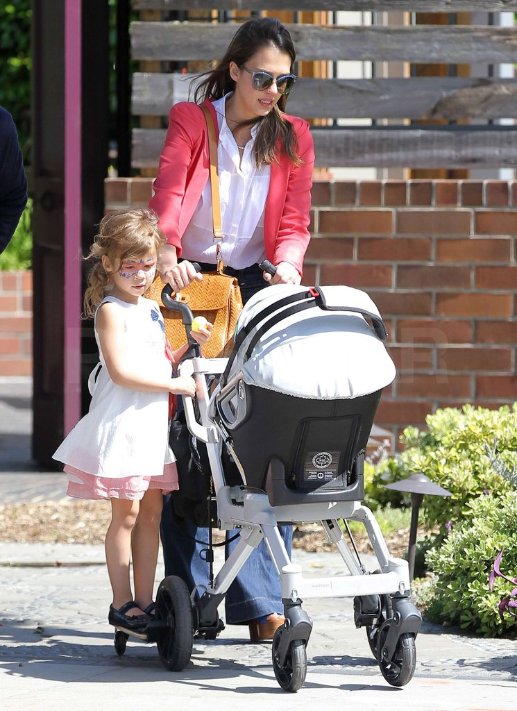 Jessica Alba gave Honor and Haven Warren a ride as they strolled through Santa Monica.