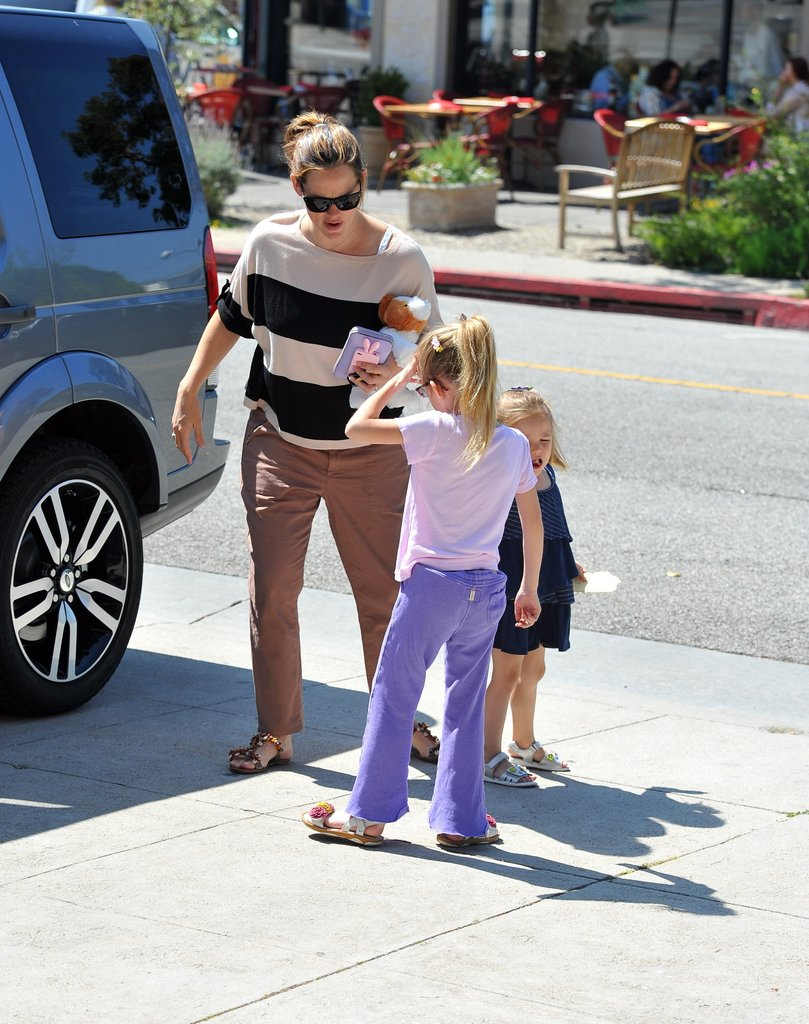 Jennifer Garner took Seraphina and Violet to a nail salon.