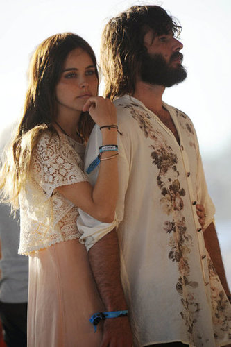 Isabel Lucas and Angus Stone stayed close in 2011.