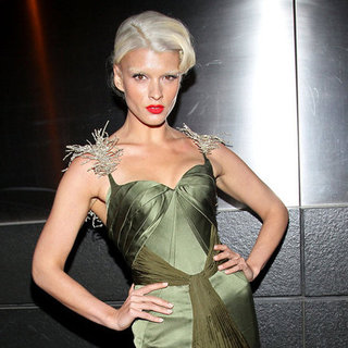 Crystal Renn Shows Off New Platinum Hairstyle at Spring Dinner Dance