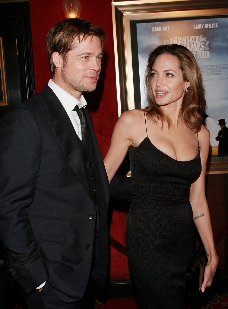 Brad Pitt und Angelina Jolie zur Premiere von The Assassination of Jesse James in NYC's Ziegfeld Theater im September 2007.