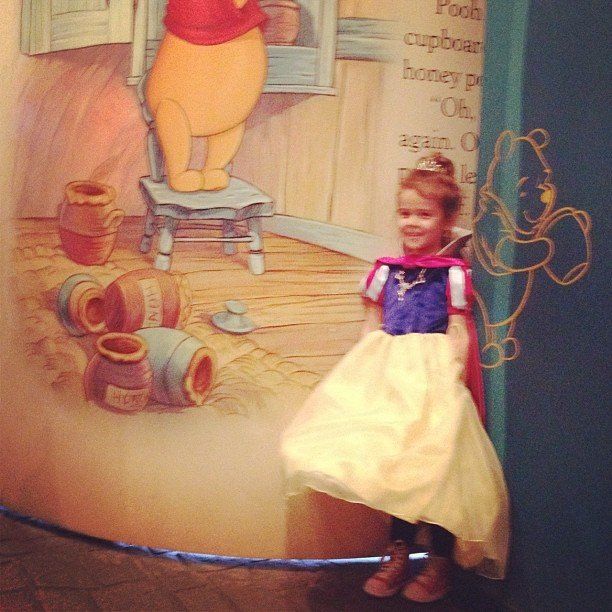 Honor Warren dressed as Snow White during her visit to the theme park. Source: Instagram User TheRealJessicaAlba