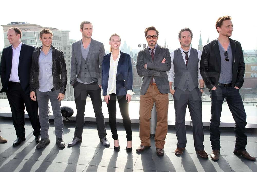 Jeremy Renner, Chris Hemsworth, and the rest of the cast posed together at a photocall in Russia.
